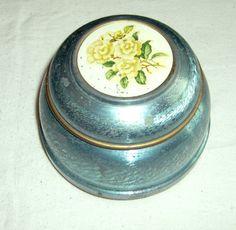 Vintage Sprague Powder Puff Music Box with lid