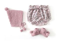 Knitted Baby Hat with Pom pom – Knitting Pattern & Tutorial AND bloomers pattern towards end. Knitted Baby Hat with Pom pom – Knitting Pattern & Tutorial AND bloomers pattern towards end. Easy Baby Knitting Patterns, Baby Dress Patterns, Baby Clothes Patterns, Baby Hats Knitting, Knitted Hats, Crochet Patterns, Sewing Baby Clothes, Knitted Baby Clothes, Baby Knits