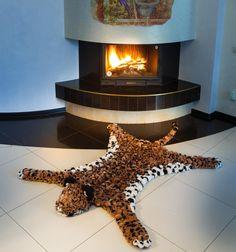 В Азии леопард считается символом женского плодородия. Не удивительно, что  леопардовый принт пользуется большой популярностью у женщин.    #леопард #лео #пятнистый #помпон #пумпон #тепло #уют #вязание #ручнаяработа #fashion #home #handmade #уют@art