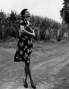 "supermodelobsession:    W April 1995""Tropicana""Model: Helena ChristensenPhotographer: Robert Erdmann"