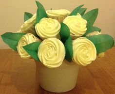 Lemon cupcake bouquet with a lemon center.