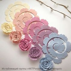 feutrine - Page can find Felt roses and more on our website.feutrine - Page 2 Paper Flowers Diy, Handmade Flowers, Flower Crafts, Fabric Flowers, Felt Flower Diy, Zipper Flowers, Felt Diy, Felt Crafts, Fabric Crafts