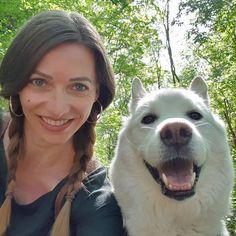 "Gefällt 48 Mal, 6 Kommentare - Shadow 🐺❄♥️ (@shadowtherescuehusky) auf Instagram: ""A selfie with mama in the woodsies 🥰🐺❄♥️🌲🌳 Mama said I look like a polar bear on the photo ☺😁 I…"" Polar Bear, Husky, Selfie, Dogs, Animals, Instagram, Animais, Animales, Animaux"