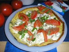 Omlet z mozarellą i pomidorami