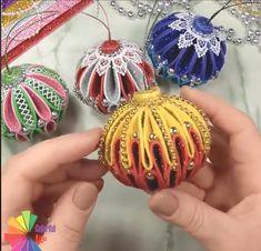 Foam Christmas Ornaments, Button Ornaments, Ornament Crafts, Felt Ornaments, Felt Christmas, Diy Christmas Ornaments, Christmas Projects, Holiday Crafts, Christmas Decorations