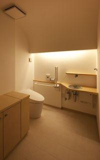 間接照明の優しいトイレ空間