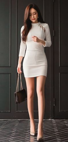Slender, sexy,and beautiful. Fashion Poses, Fashion Outfits, Fashion Figures, Professional Dresses, Sexy Asian Girls, Ao Dai, Asian Fashion, Daily Fashion, Asian Woman