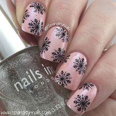 nails.quenalbertini: Nail art design by spangleynails