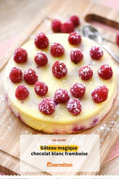 Gâteau magique au chocolat blanc et framboises Magic cake with white chocolate and raspberries, a very simple cake that throws French Desserts, Köstliche Desserts, Delicious Desserts, Dessert Recipes, Raspberry Recipes, Raspberry Cake, Cooking Chef, Cooking Recipes, Irish Cream Cake