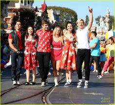Ross Lynch & Maia Mitchell: 'Teen Beach Movie' Performance at Disney Christmas Parade! | ross lynch maia mitchell teen beach movie disney christmas parade 02 - Photo Gallery | Just Jared Jr.