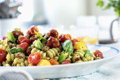 Pastasalat med både ovnsbakte- og soltørkede tomater