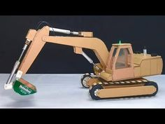 How to make Remote control RC Excavator from Cardboard Cardboard Car, Cardboard Crafts, Diy Toys Car, Toy Diy, Diy Handmade Toys, Wooden Toy Cars, Science Toys, Kid Toy Storage, Paper Crafts Origami