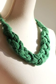 DIY: braided necklace- This is really stylish and cost efficient. Love it!