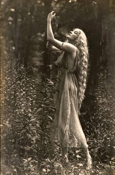 "by Rebecca Farrar of Wild Witch of the West If there were a ""Sexiest Season"" award, then it would definitely go to spring, mostly thanks to Beltane. Beltane com Vintage Pictures, Old Pictures, Vintage Images, Old Photos, Pagan Festivals, Beltane, Foto Art, Vintage Photographs, Vintage Beauty"