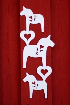 """Att välkomna med denna """"Hästmobil"""" på fasaden eller på entré dörr välkomnar & berör oavsett var den sitter. Även vacker inomhus. Swedish Christmas, Christmas Shows, Cozy Christmas, Scandinavian Christmas, All Things Christmas, Christmas Crafts, Horse Clip Art, Swedish Wedding, Scandinavian Folk Art"""