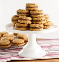 Peanut Butter Oat Cookies with Chocolate Fluff Filling - Evil Shenanigans Oat Cookies, Peanut Butter Cookies, No Bake Cookies, Vegetarian Chocolate, Baking Recipes, Sweet Tooth, Bakery, Yummy Food, Favorite Recipes