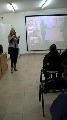 La Dra. laura Cartuccia, participo de la actividad los Núcleos de Acceso al Conocimiento que organizó una videoconferencia para que los participantes pudieran recibir una capacitacion en Stress Laboral e intercambiar opiniones.