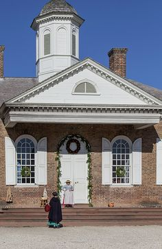 How do you request a visitor's guide to Colonial Williamsburg?