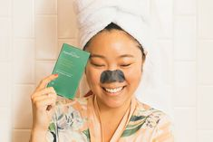 There's no time like the present to learn how to perform an at-home facial. Here, a dermatologist shares her top steps for a quality skin treatment. Banana Facial, How To Do Facial, Morning Routines, Beauty Regimen, Nails At Home, Daily Beauty, Shampoos, Reflexology, Spa Treatments
