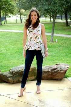Soprano Floral Peplum {pattern sold out} same style here and similar Boho Fashion, Spring Fashion, Fashion Outfits, Girls Night Out Outfits, Current Fashion Trends, Popular Outfits, Casual Sweaters, Stylish Girl, Chic