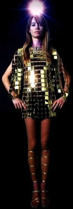 Françoise Hardy in Paco Rabanne chain-mail minidress 60s And 70s Fashion, Look Fashion, Vintage Fashion, Fashion Design, Fashion Shoot, Fashion Ideas, Fashion Dresses, Françoise Hardy, Paco Rabanne
