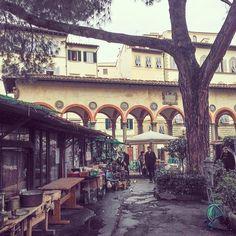 Piazza dei Ciompi flea market