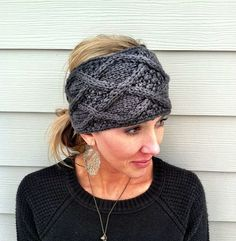 Knitted head band.  @Amy Weinert should make something like this, i'd buy it! :)