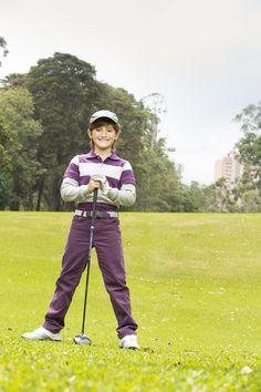 Tendencias de #Otoño para los chicos, combina este pantalón con una polo doble manga en tonalidades de gris y uva. #epkgolf
