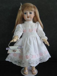 http://www.georgettebravot.com/contents/fr/p2112_poupee_bleuette_reproduction.html