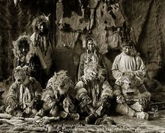 Inuit Photo, Alaska, Wolf dance of the Kaviagamutes. Inuit of Alaska. Native American History, Native American Indians, Old Pictures, Old Photos, Vintage Photos, Inuit Clothing, Inuit People, Dance Images, She Wolf