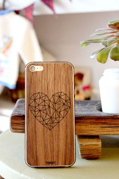 Real Wood Geometric Heart iPhone cover in Walnut
