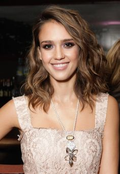 Jessica Alba Wavy Hairstyle – Most Beautiful Wavy Haircut | Hairstyles Weekly
