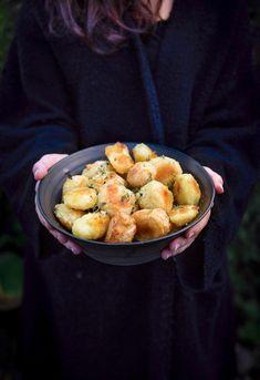 Hemligheten bakom den krispigaste potatisen Tzatziki, Vegetarian Recipes, Ethnic Recipes, Drink, Nice, Beverage, Vegetarische Rezepte, Drinking, Nice France