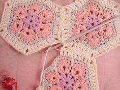 Heidi Bears: African Flower Hexagon Join-as-you-go Tutorial. Will come in handy. :)