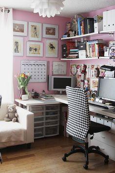 Google Image Result for http://2.bp.blogspot.com/-yIiZ7eduv_Y/ThUHGPhSl6I/AAAAAAAAJss/Mf0b9liFGNI/s1600/pink-office-pinterest.jpg