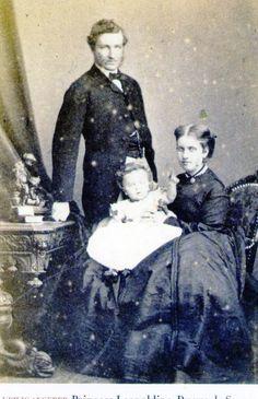 Princesa Leopoldina Teresa, seu esposo Luís Augusto de Saxe-Coburgo-Gota e seu filho primogênito D.Pedro Augusto