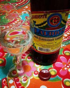 Aprovada @rudilaps! Traz uma caixa quando vier pra cá que tem público! #cachaca #liquor #brasil #minasgerais #beverage