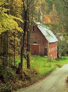 And the old red barn was still next to the church we grew up with...The steeple i remember as a child still held its magic.⭐