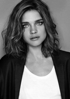 tousled bob / hair styles for wavy hair / curly hair / hair cut ideas / inspiration / beauty / black and white photography Short Curly Haircuts, Cool Short Hairstyles, Curly Hair Cuts, Curly Hair Styles, Layered Hairstyles, Bob Hairstyles, Pixie Haircuts, Haircut Wavy Hair, Braided Hairstyles