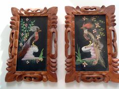 Lovely Small Pair of Vintage Mexican Feathercraft Birds. Framed in beautiful hand carved ornate wood frames. The birds are constructed of
