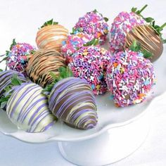 easter chocolate covered strawberries Instead of eggs? Holiday Treats, Holiday Recipes, Chocolates, Strawberry Dip, Strawberry Ideas, Easter Chocolate, Chocolate Making, White Chocolate, Chocolate Dipped Strawberries