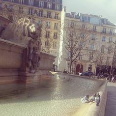 #paris #fontainesaintsulpice #pigeons #birdstagram by sandragingembre