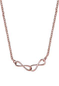 Diese Infinity-Halskette aus rosé-vergoldetem 925er Sterling Silber ist ein trendiger Hingucker und stylisches Schmuckstück für Fashionistas, die Design lieben. Die Unendlichkeitszeichen sind filigran gearbeitet und verschlingen sich harmonisch ineinander. Ergänze deine Schmucksammlung um ein modisches Highlight!  Produktdetails: Verschluss: Karabinerhaken, HËhe: 6mm, Breite: 30mm, Gewicht: 2,2...