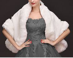 dcda67046750 Châle étole en cachemire et fausse fourrure - câpe de luxe avec magnifique  tissu cachemire blanc eu fausse fourrure renard mariée soirée de la boutique  ...