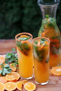 Refreshing tangerine or mandarin mojito recipe, this citrusy Latin cocktail is made with fresh mandarin juice, lime juice, sugar cane juice or sugar, mint leave Party Drinks, Cocktail Drinks, Cocktail Recipes, Margarita Recipes, Summer Cocktails, Smoothie Recipes, Colorful Cocktails, Juice Smoothie, Juice Recipes