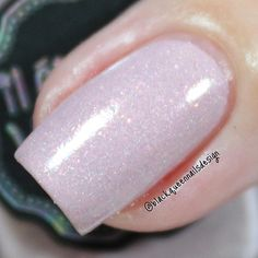 """Ana✨Nail Art-Tutorial-Swatches en Instagram: """"✨Macro shot✨ A thousand kisses @iletaitunvernis Perfect soft lilac with bright pinks, this color is delicate and gorgeous ! two coats without top coat #talesoflove #iletaitunvernis"""""""