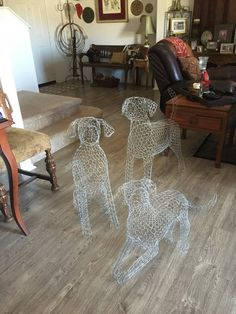 Timestamps DIY night light DIY colorful garland Cool epoxy resin projects Creative and easy crafts Plastic straw reusing ------. Chicken Wire Art, Chicken Wire Sculpture, Chicken Wire Crafts, Wire Art Sculpture, Metal Sculptures, Garden Crafts, Garden Projects, Labrador Retriever, Arte Fashion