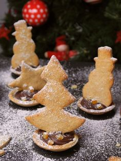 Christmas shortbread with orange and cinnamon, topped with a delicious chocolate ganache. Chocolate Cake Recipe Easy, Delicious Chocolate, Chocolate Ganache, Xmas Food, Christmas Baking, Christmas Cookies, Christmas Birthday, Christmas Time, Strawberry Decorations