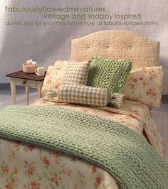 Fabulouslyflawwdminiatures bed by Anita Smiley