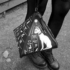 Killstar pyramid cat bag - € 37,99